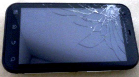 Разбитый экран Motorola Defy