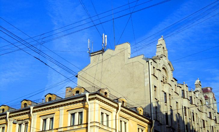 Антенны базовой станции TELE2 в Апраксином переулке